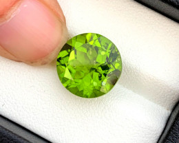 9.00 Carats Top Grade Natural Olivine Green Natural Peridot