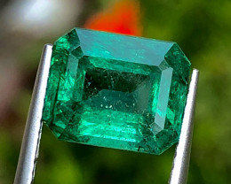 4.39 ct ViVid Green  Emerald 100% Natural With Excellent luster  Gemstone