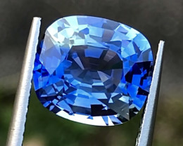 4.54 ct Bi Colors Cornflower blue Sapphire With Excellent luster and Fine C