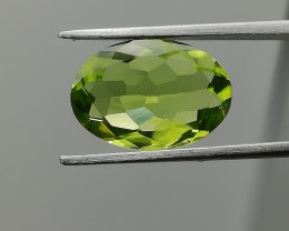 Peridot, 2.02ct from Pakistan, great cut, perfect for jewelry!