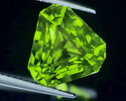 5.50 ct Stunning Peridot Trillion Cut Faceted Gem