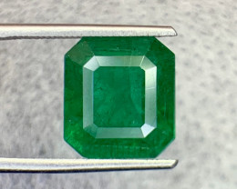 6.40 carat Natural Emerald Gemstone.