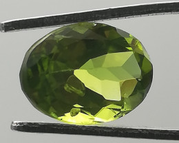 Peridot, 3.58ct, oval cut, sparkling luster,olive green colour!