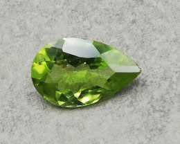 Peridot, 1.95ct, sensationell luster, excellent cut!