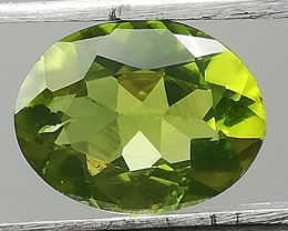 Peridot, 2.365ct, pretty gemstone full of luster and energy!