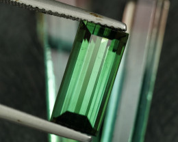 4.48CT BRIGHT FOREST GREEN NATURAL TOURMALINE