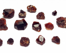 Amazing Natural color Etched Garnet Rough / Crystal max lot 100CtsF-1
