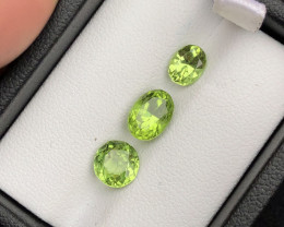 Deep Color 2.05 ct lovely Peridot Lot  Ring Size
