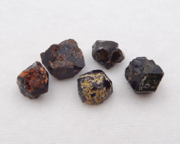 D1425 - 149cts raw garnet gemstone ,green garnet specimen ,crystal gemstone