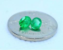 Great colour emerald set. RE 0001