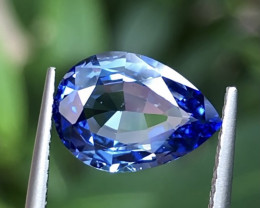 2.62 ct  cornflower Blue Sapphire with Excellent Luster and Fine Cutting Ge