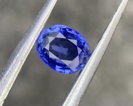 Certified natural Ceylon Sapphire.