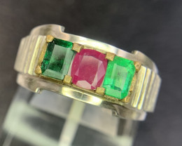 Beautiful Natural Emerld and Ruby gents Ring.