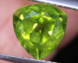 2.5   CTS  GREEN PERIDOT FACETED STONE   SG -1964  simplygems