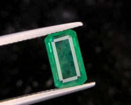 3.30 CT Eye catching Luster Natural Emerald Zambia