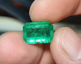 GOOD QUALITY 4.84 CTS NATURAL STUNNING GREEN EMERALD FROM ZAMBIA