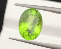 AAA Color & Cut 2.80 carats, Natural Peridot, Pakistan