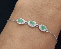Stunning 1.10 tcw. Cool Emerald Bracelet