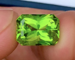 1500$ High Grade  4.85 ct Attractive Peridot Ring Size~M