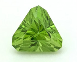 4.70 Carats Top Quality Clean Peridot Available for Sale