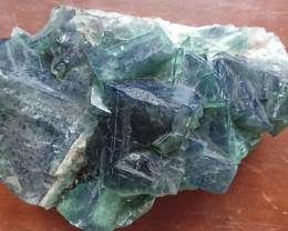 Fluorite change couleur vert-violet 3070 grammes - Madagascar