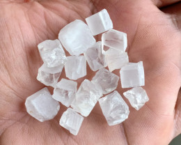 125 Ct Crystal Cube rough parcel 100% NATURAL AND UNTREATED VA2095