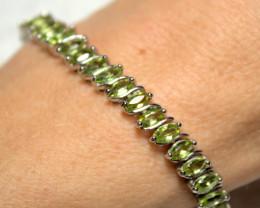96.2 Tcw. Pakistan Peridot / 925 Sterling Silver Tennis Bracelet - Gorgeous