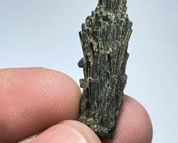 Amazing Natural color Damage free Tree shape Epidote crystal 15Cts-P