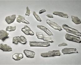 Amazing Natural color Fedden Quartz Crystals / Rough lot 50Cts-P