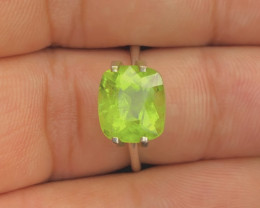 Exquisit Color 4.35 ct Peridot Ring Piece~M