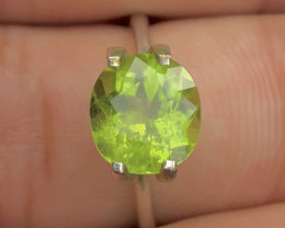 Exquisit Color 2.75 ct Peridot Ring Piece~M