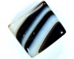 BLACK AND WHITE BANDED AGATE 30 CTS  NP-951