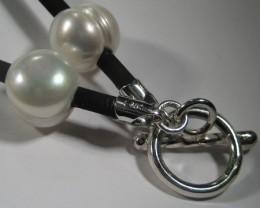 YOWAHOPALS****42cm Pearl / Silver Neoprene Necklace