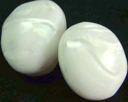 PAIR PEARLY WHITE IRRESESENT BEAD-DRILLED 136.95 CTS[PF1693]