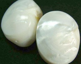 PAIR PEARLY WHITE IRRESESENT BEAD-DRILLED 104.50CTS [PF1698]