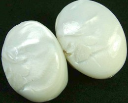 PAIR PEARLY WHITE IRRESESENT BEAD-DRILLED 119.30CTS [PF1707]