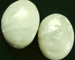 PAIR PEARLY WHITE IRRESESENT BEAD-DRILLED 105.00CTS [PF1709]