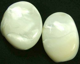 PAIR PEARLY WHITE IRRESESENT BEAD-DRILLED 108.80CTS [PF1711]