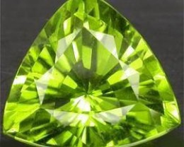 BEAUTIFUL NATURAL PERIDOT 7MM...TRILLION CUT..TOP
