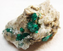 82.40 CTS RARE EMERALD GREEN DIOPTASE FROM KAZAKHSTAN MGW124