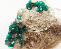 153.30CTS RARE EMERALD GREEN DIOPTASE FROM KAZAKHSTAN MGW142