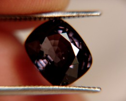 CERTIFIED - VVS/VS Bubble in Table 5.21 Ct. Purple Spinel