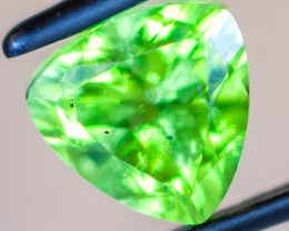 PERIDOT FACETED STONE  1.65CTS JW152