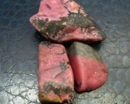 3 X AUSTRALIAN RHODONITE TAMWORTH 532  CARATS RT 1543