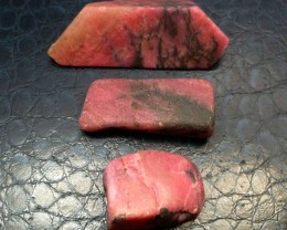 3 X AUSTRALIAN RHODONITE TAMWORTH 487  CARATS RT 1544
