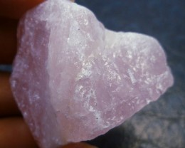 ROUGH  ROSE QUARTZ  167  CTS MS 781