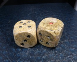 450 CTS PAIR DICE IN MOROCCAN SEA FOSSIL MA 862