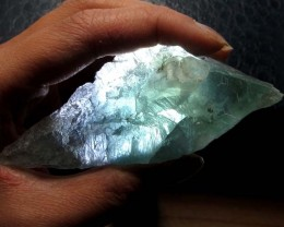 425 CTS NATURAL  FLUORITE ROUGH  MS 1432