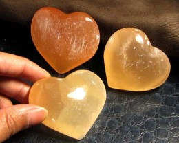 844 CTS PARCEL 3 SELENITE HEARTS PEACH COLOR     GG 129