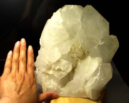 6.2 KILO   MASSIVE TERMINATED  QUARTZ LAMP  MYGS 168